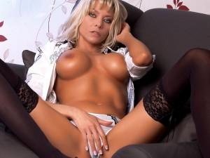 XTaschaX zeigt ihre geilen Titten in der Sex Show